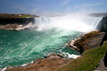 Niagara Falls marks the Canadian-US border (75 miles SE of Toronto)